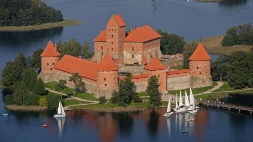 Latvijas Avīze: Pirmās vietas Lietuvai