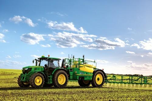 Latvijas Avīze: Lielākās lauku atbalsta naudas aiziet vietējiem