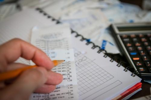 Kurās nozarēs nodokļu maksājumi uz vienu darbinieku ir vislielākie?
