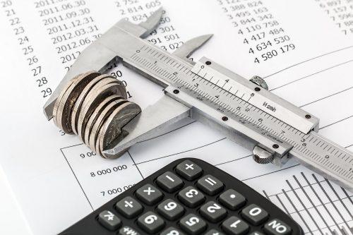 Kurās nozarēs ir lielākie nodokļu parādi?