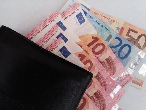 Kuri uzņēmumi maksā minimālo algu vai pat vēl mazāku atalgojumu?