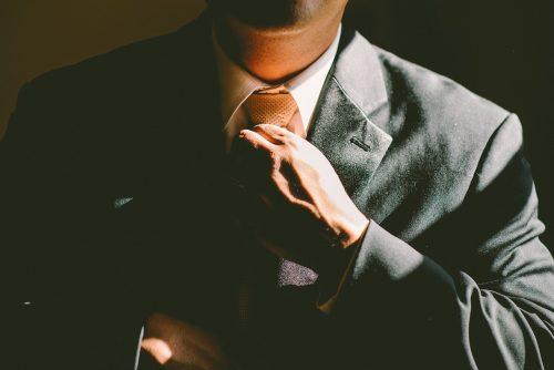 Uzņēmumu daļas nepieder, taču labumu no uzņēmējdarbības gūst. Kuras personas visbiežāk reģistrētas kā patiesā labuma guvējas?