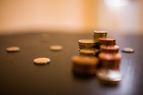 Visvairāk patieso labuma guvēju – ārvalstnieku ir finanšu un apdrošināšanas nozarē