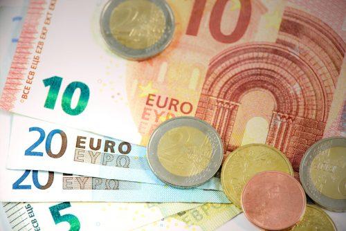 Visvairāk nodokļos pērn samaksājusi tirdzniecības nozare