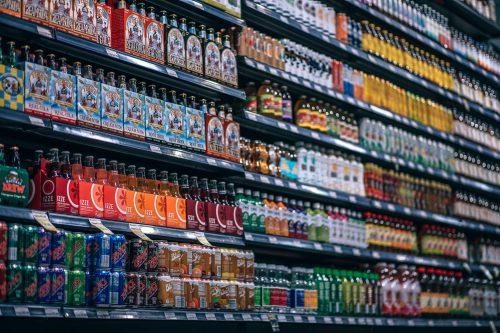 Lielākos nodokļus uz vienu darbinieku pērn maksājuši dzērienu ražotāji