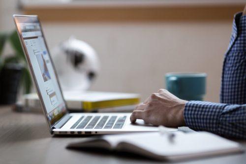 Pieslēdz monitoringu un esi informēts, ja tavu klientu darbiniekiem izmaksāts dīkstāves pabalsts