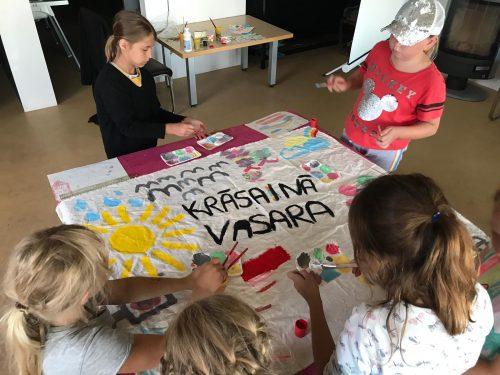 Rīkos bezmaksas nometnes bērniem ar īpašām vajadzībām