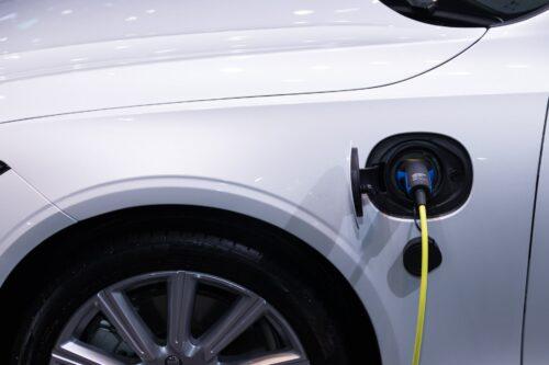 Klimatu pārmaiņu pasākumu  ieviešana. Elektroauto popularitāte Latvijā pamazām pieaug